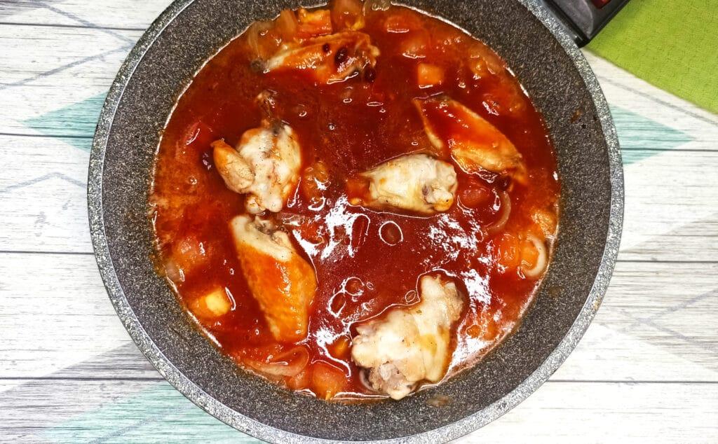 Фото рецепта - Чахохбили из куриных крылышек на сковороде - шаг 6