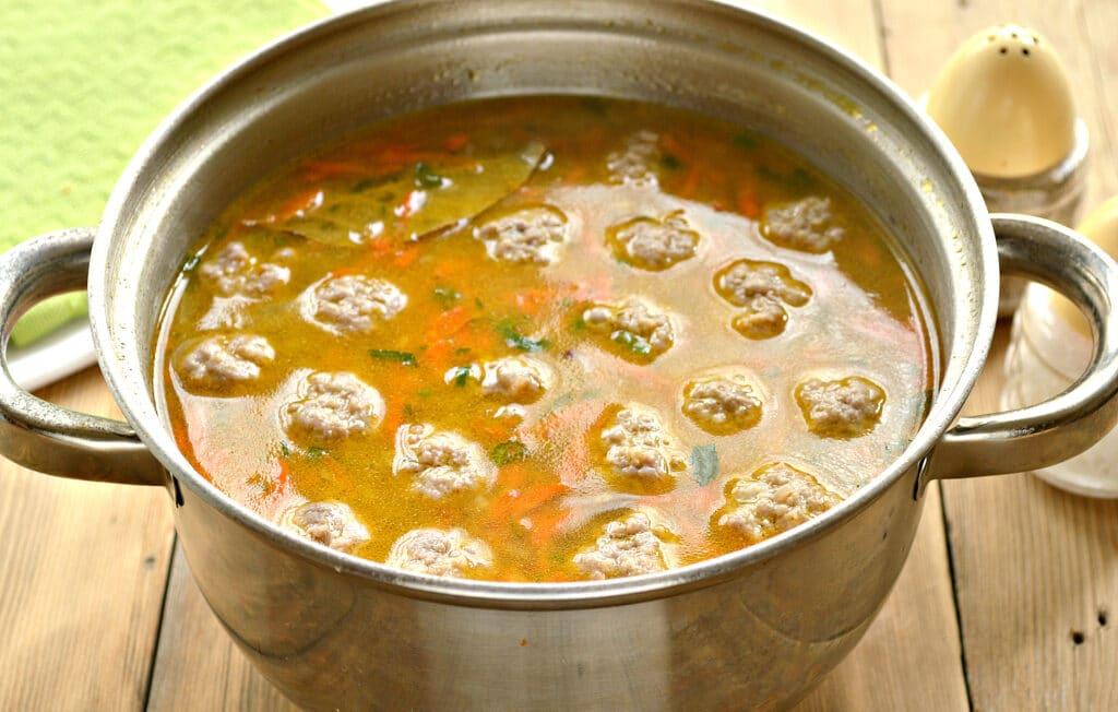 Фото рецепта - Быстрый суп с фрикадельками и макаронами - шаг 6