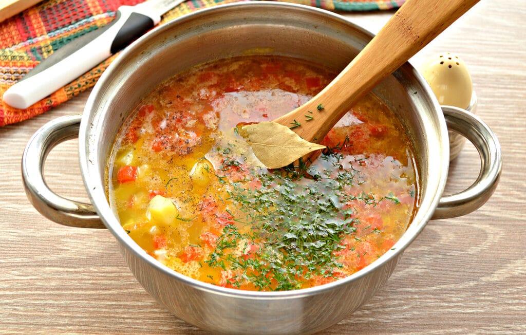 Фото рецепта - Рисовый суп с курицей и перцем - шаг 7