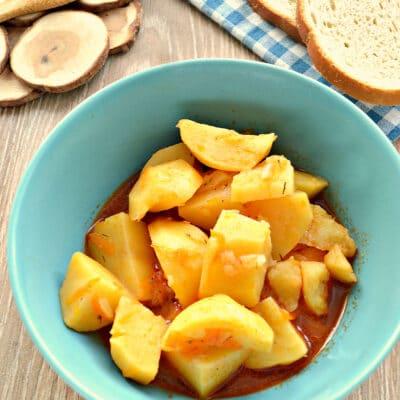 Картофель тушёный в мультиварке с солёными огурцами - рецепт с фото