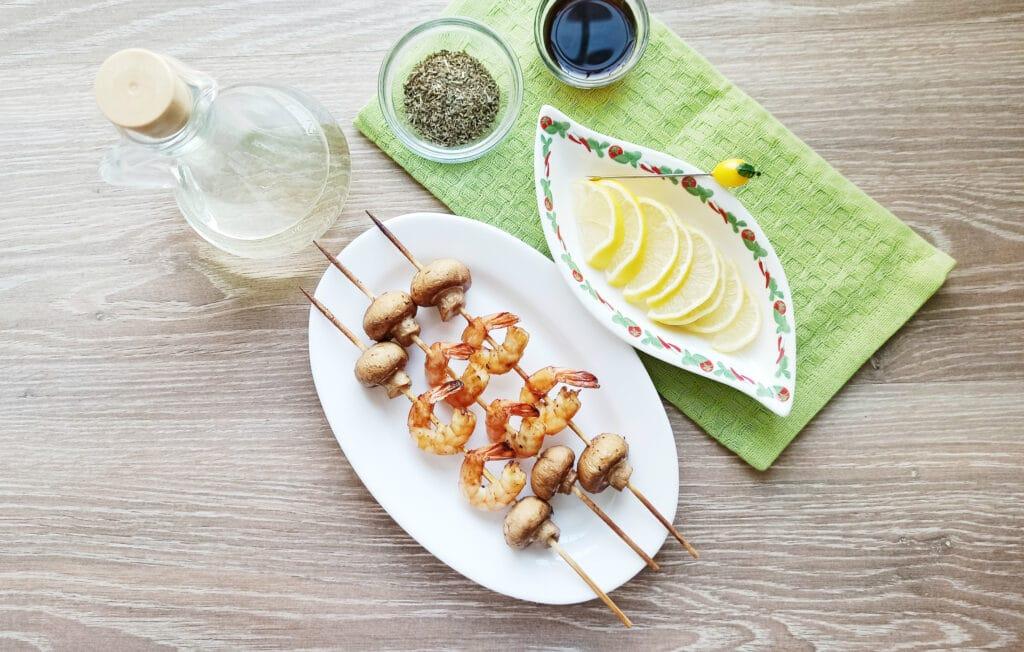 Фото рецепта - Шашлыки из королевских креветок и шампиньонов - шаг 7