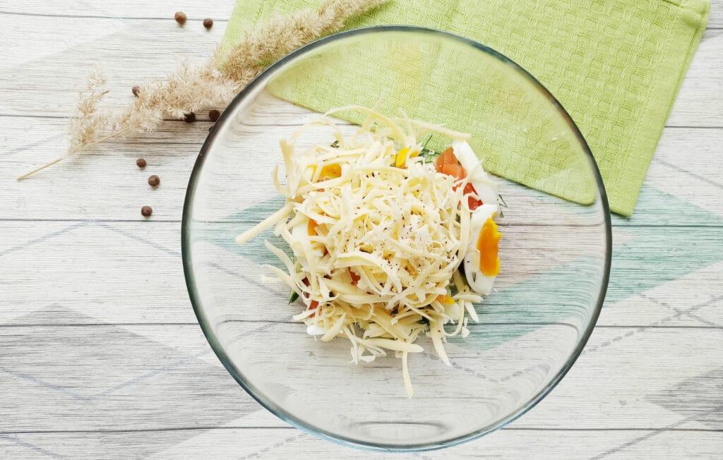Фото рецепта - Салат с консервированным тунцом и сыром - шаг 7
