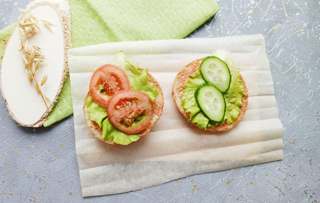 Фото рецепта - Домашний бургер с говяжьей котлетой - шаг 8