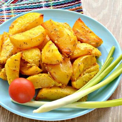 Запеченный картофель со сметаной в духовке - рецепт с фото