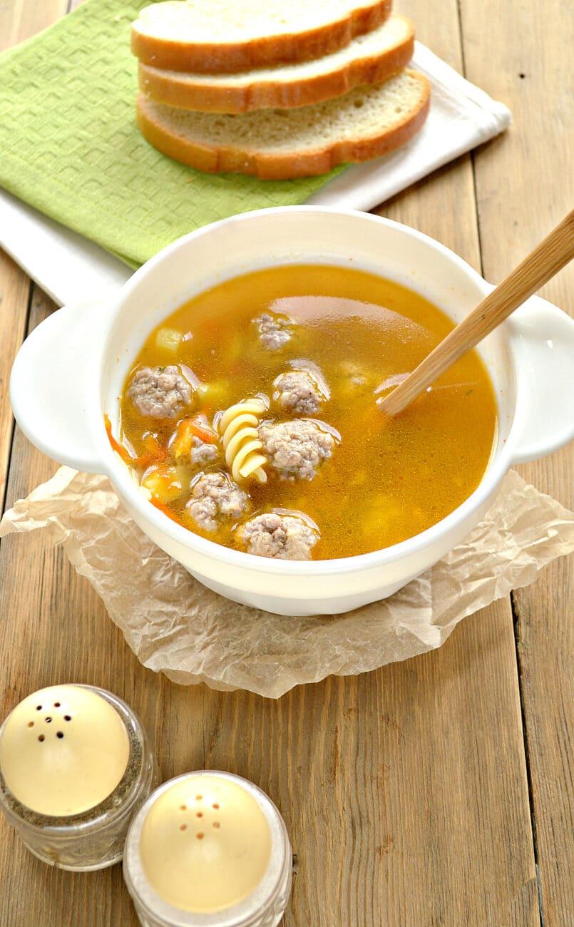 Быстрый суп с фрикадельками и макаронами