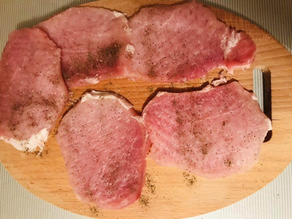 Фото рецепта - Отбивные из свинины в нежном кляре - шаг 2