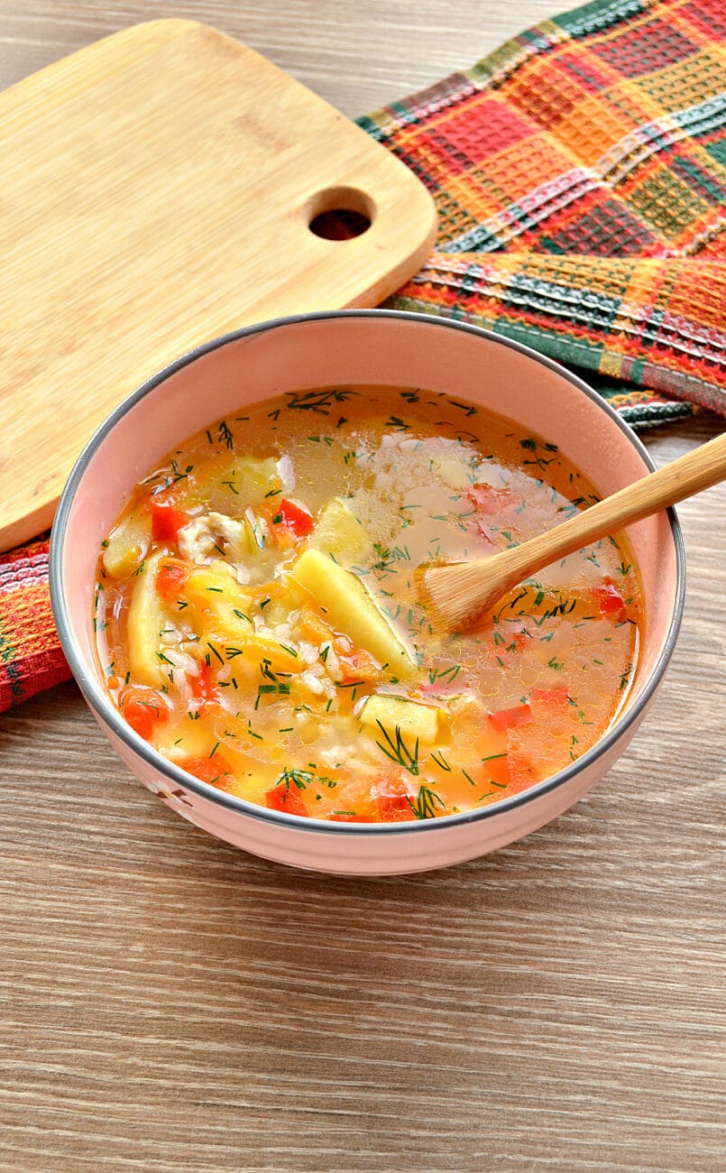 Рисовый суп с курицей и перцем