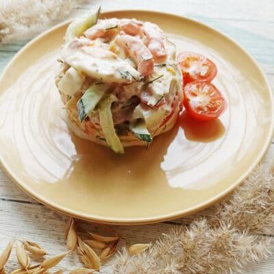 Салат с консервированным тунцом и сыром - рецепт с фото