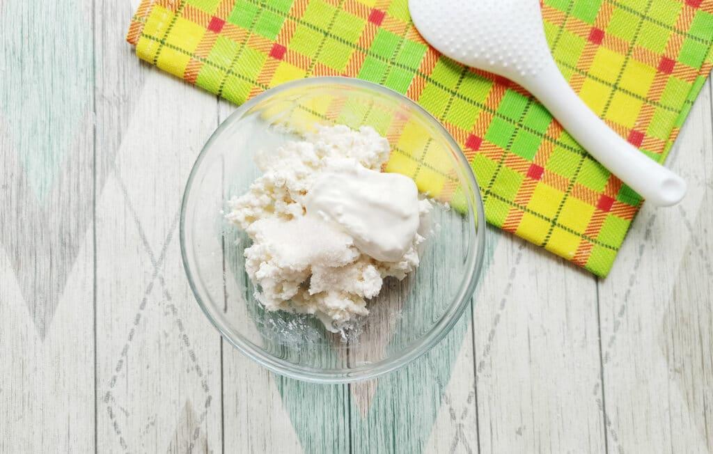 Фото рецепта - Домашние блинчики с творогом и изюмом - шаг 9