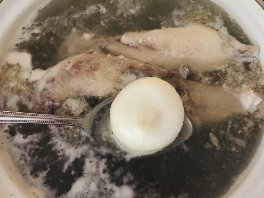 Фото рецепта - Суп из домашней курицы с макаронами - шаг 1