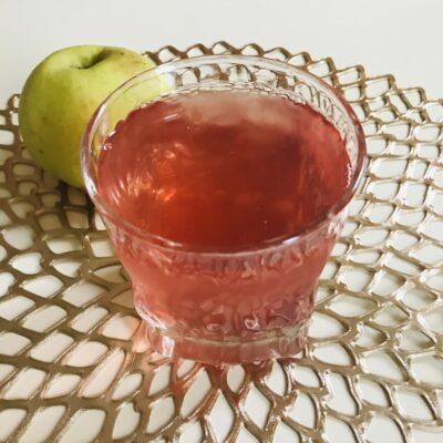 Домашний компот из яблок, малины и красной смородины - рецепт с фото