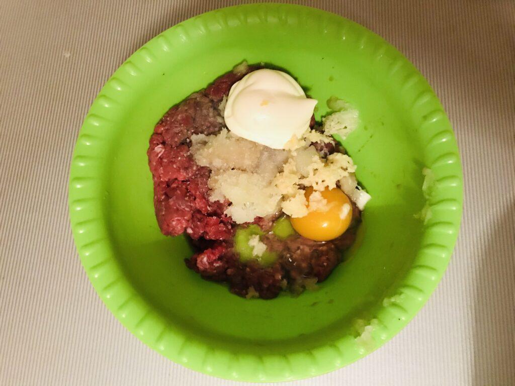Фото рецепта - Нежные котлеты из говядины - шаг 2