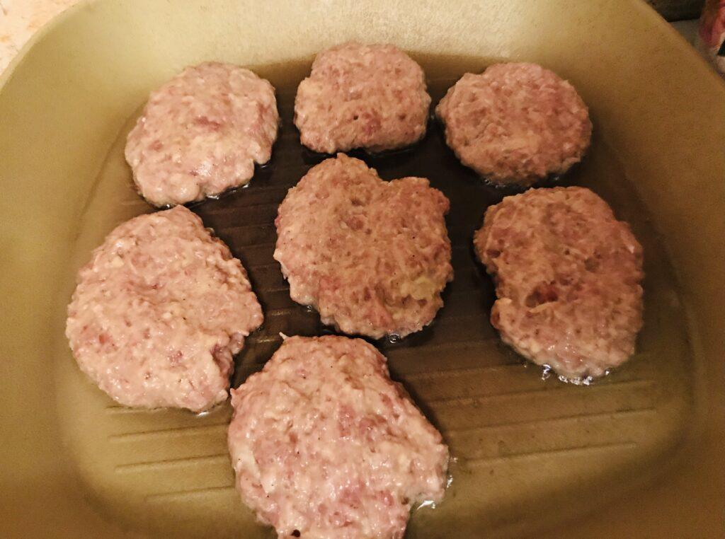 Фото рецепта - Нежные котлеты из говядины - шаг 4