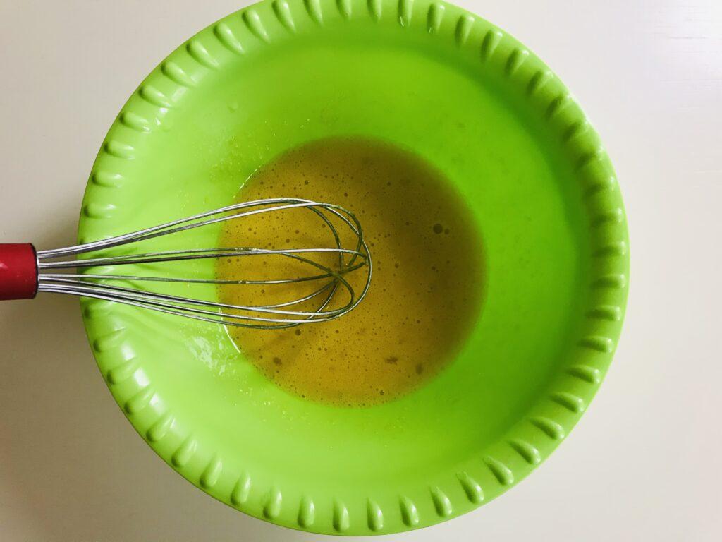 Фото рецепта - Творожные оладьи на сковороде гриль - шаг 1