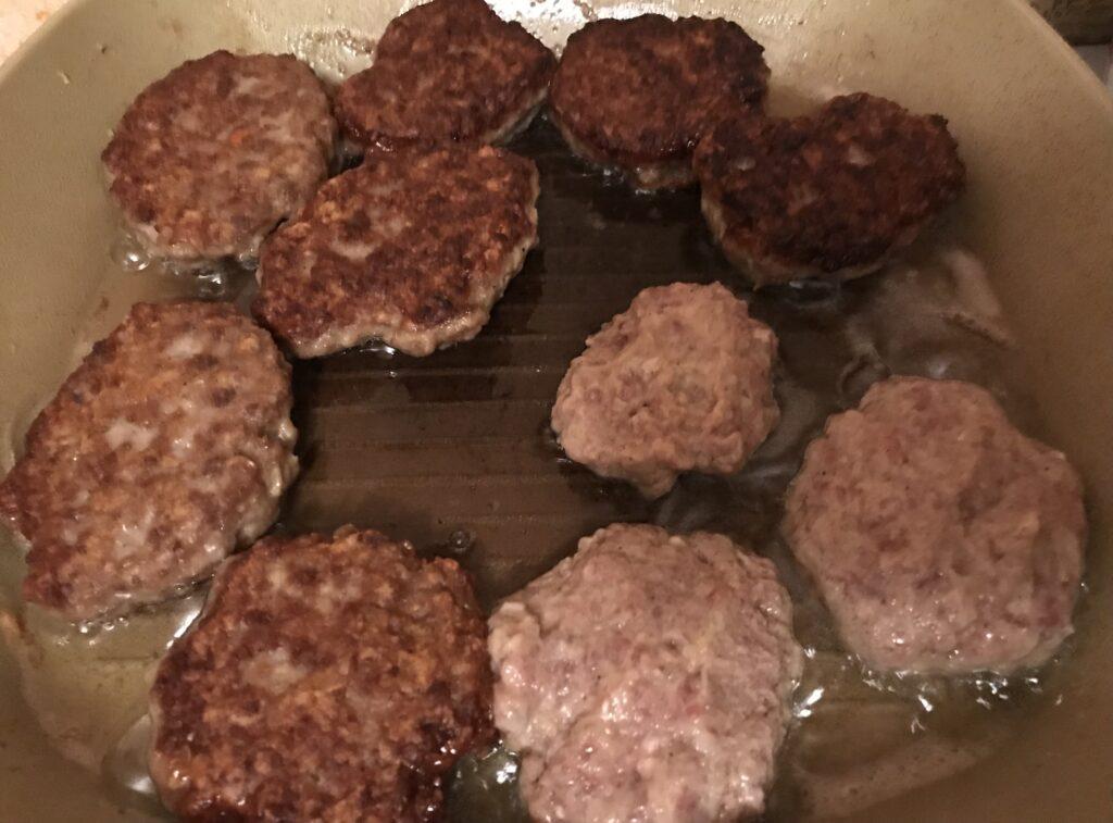 Фото рецепта - Нежные котлеты из говядины - шаг 5