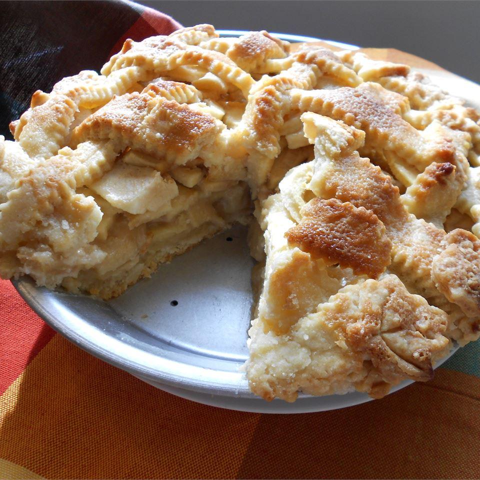 Пирог с яблоками и заливкой