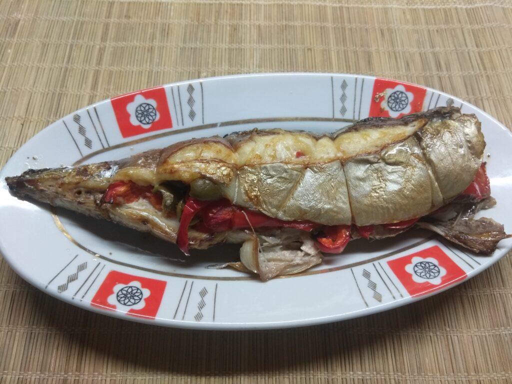 Фото рецепта - Скумбрия, фаршированная помидорами и болгарским перцем - шаг 6