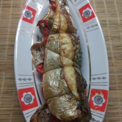 Скумбрия, фаршированная помидорами и болгарским перцем - рецепт с фото