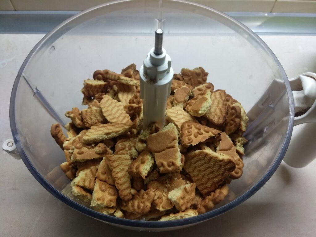 Фото рецепта - Шоколадный чизкейк с паутинкой (без выпечки) - шаг 1