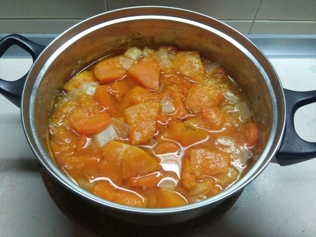Фото рецепта - Тыквенный суп-пюре (постный) - шаг 4
