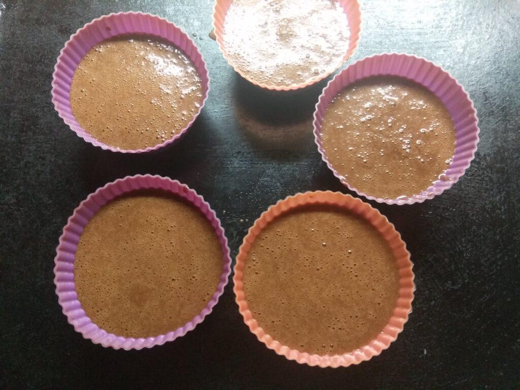 Фото рецепта - Шоколадный фондан (кекс с жидкой начинкой) - шаг 5