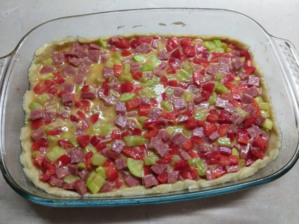 Фото рецепта - Киш с салями, кабачками и болгарским перцем - шаг 7