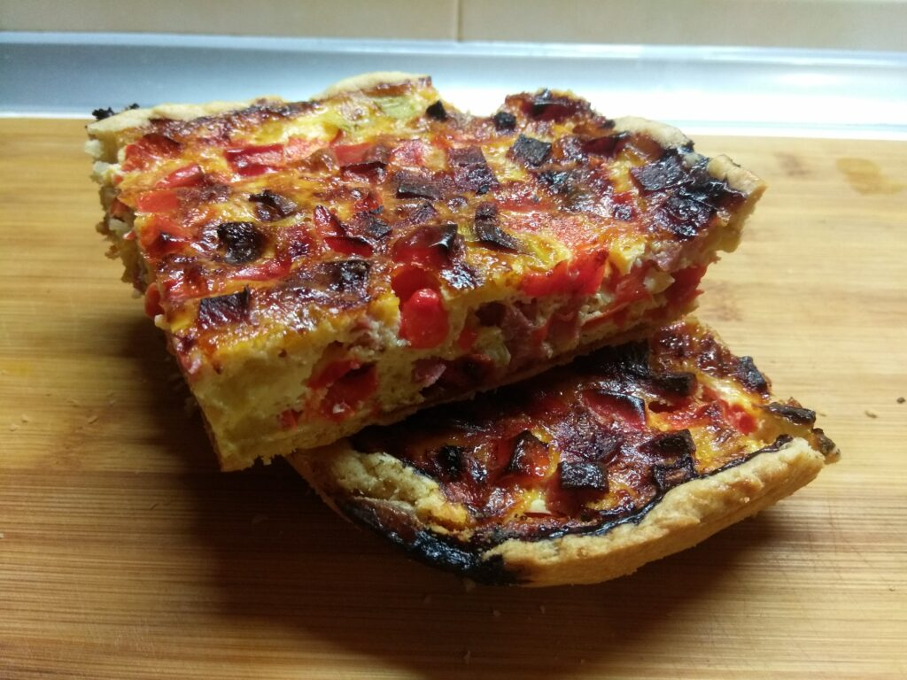 Фото рецепта - Киш с салями, кабачками и болгарским перцем - шаг 8