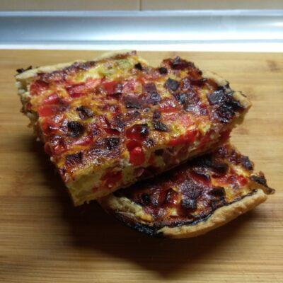 Киш с салями, кабачками и болгарским перцем - рецепт с фото