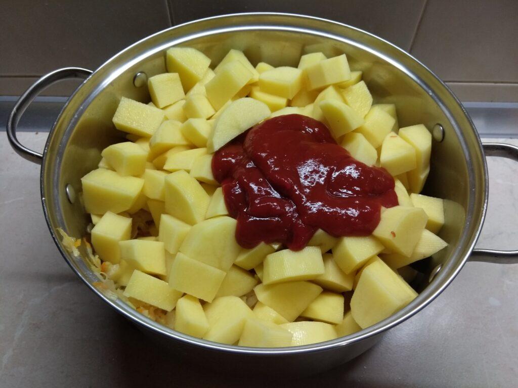 Фото рецепта - Рагу из картофеля и капусты - шаг 5
