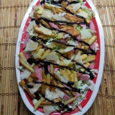 Салат с капустой, салями и жаренной картошкой - рецепт с фото