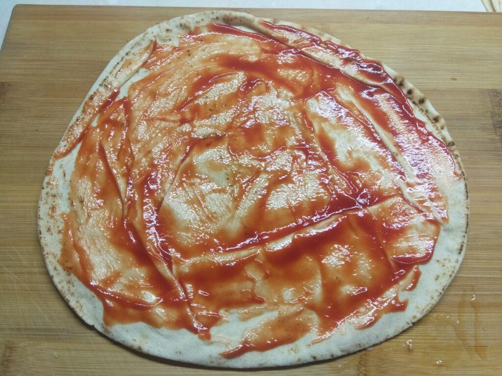 Фото рецепта - Пита с мортаделлой, капустой, помидорами и пармезаном - шаг 1