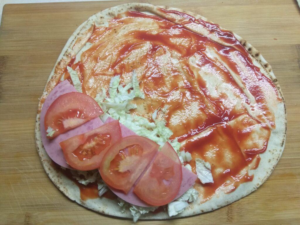 Фото рецепта - Пита с мортаделлой, капустой, помидорами и пармезаном - шаг 4