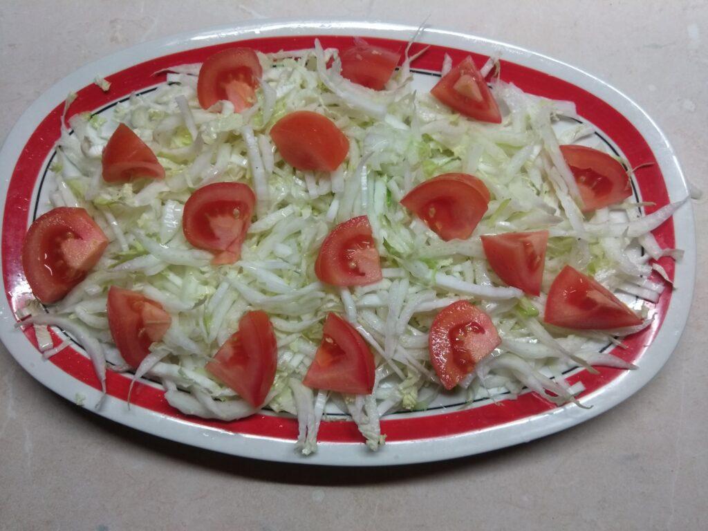 Фото рецепта - Салат с запеченной свининой и хурмой - шаг 2