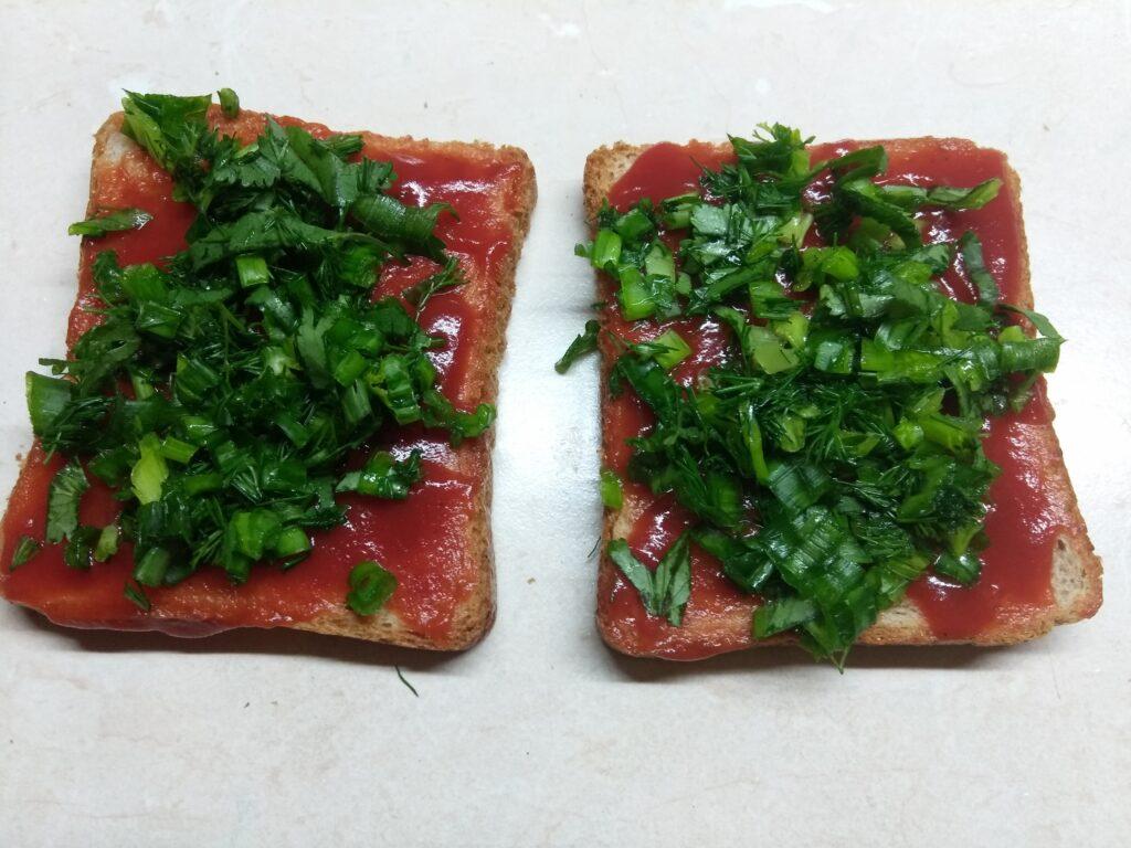 Фото рецепта - Бутерброды с жаренной свининой и зеленью - шаг 4