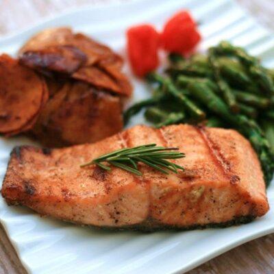 Жареный лосось в сладком пряном маринаде - рецепт с фото