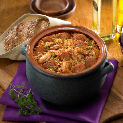 Рис, запеченный с колбасками и креветками - рецепт с фото