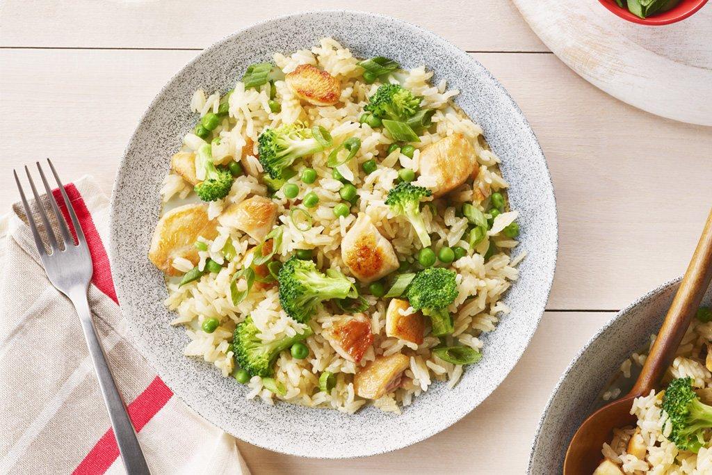 Жареный рис с курицей на одной сковороде