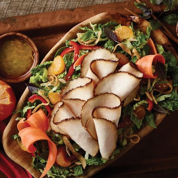 Азиатский салат с курицей и овощами