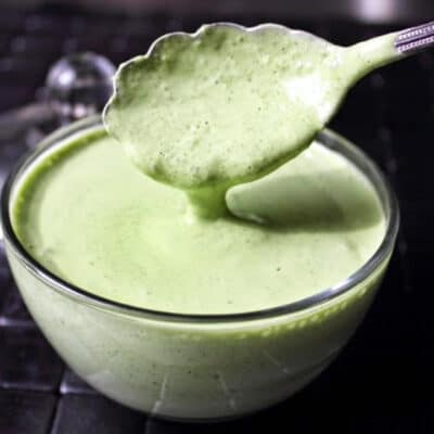 Зеленый соус на основе майонеза и сметаны - рецепт с фото