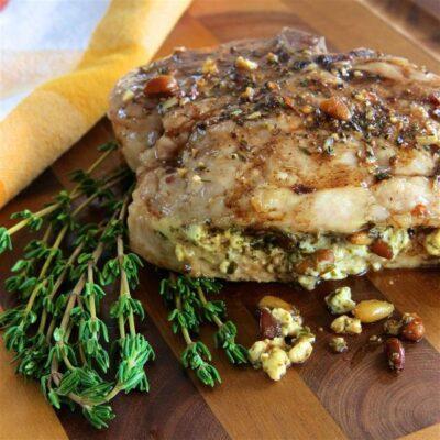 Свинина на кости, фаршированная песто и орешками - рецепт с фото