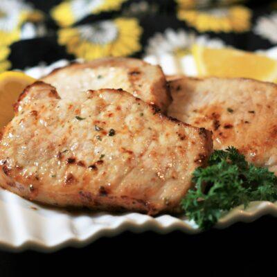 Жареные свиные стейки - рецепт с фото