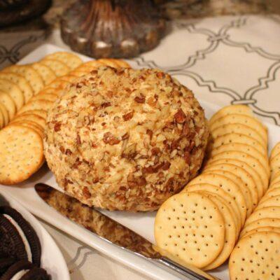 Сырный шар с крекерами (закуска) - рецепт с фото
