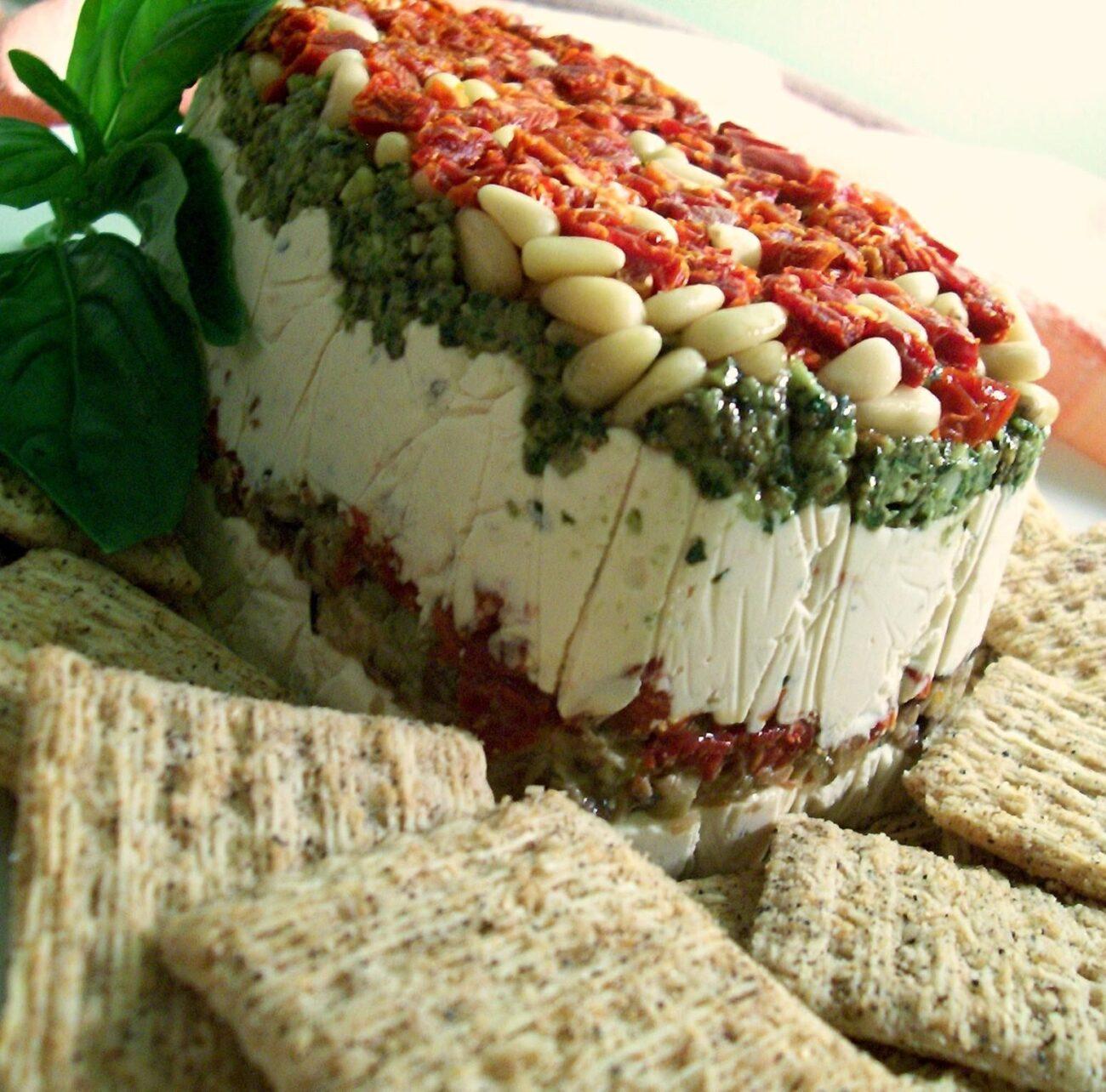 Сырный пирог с орешками и томатами (намазка)