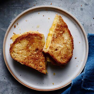 Идеальный жареный тост с сыром - рецепт с фото