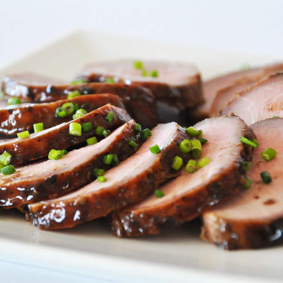 Маринованная свиная вырезка, запеченная в духовке