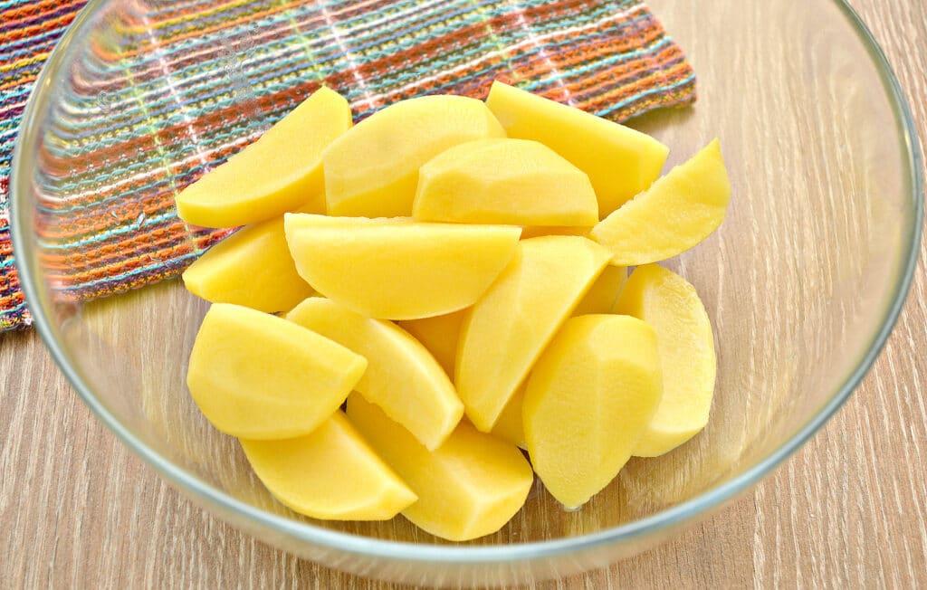 Фото рецепта - Запеченный в майонезе картофель в мультиварке - шаг 1