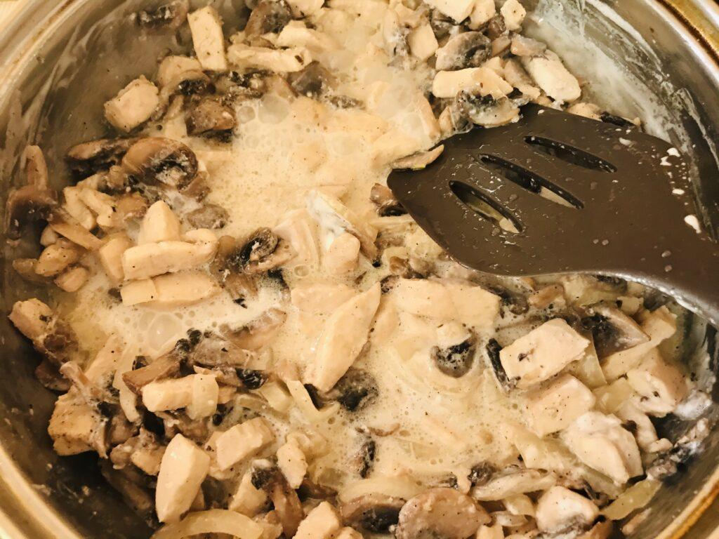 Фото рецепта - Картофельная запеканка с курицей и грибами - шаг 6