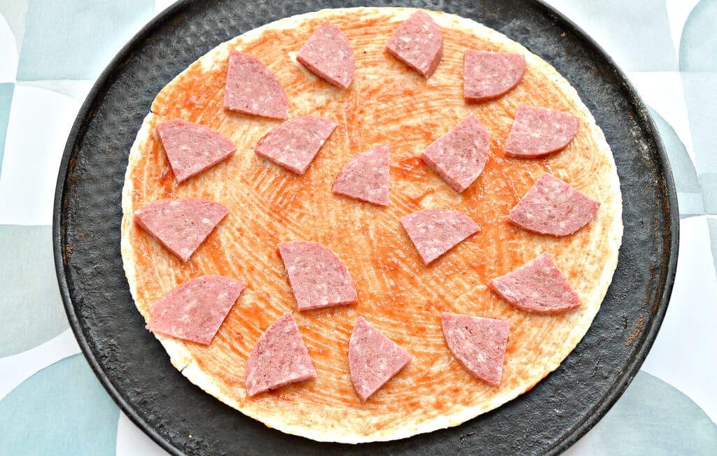 Фото рецепта - Пицца на лепешке тортилье - шаг 2