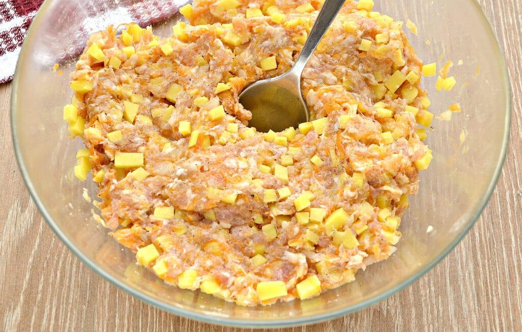 Фото рецепта - Вареники на пару с картофелем, тыквой и фаршем - шаг 2