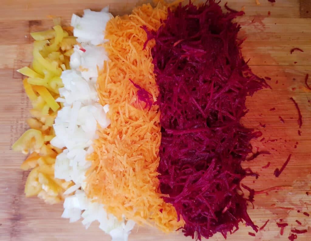 Фото рецепта - Борщ без заморочек на мясном бульоне - шаг 2